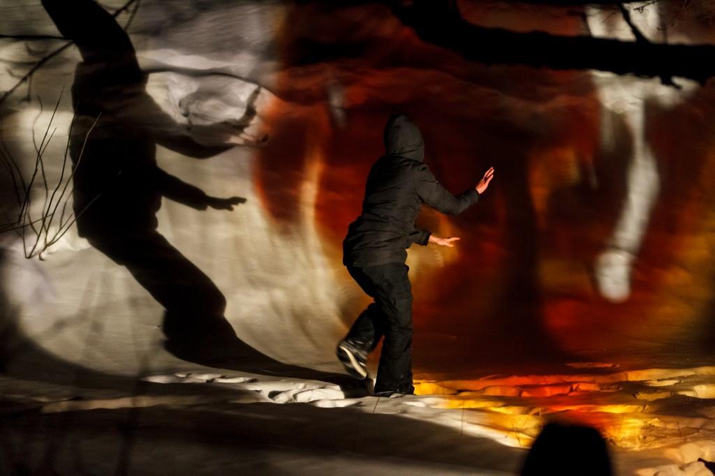 RURART Hiver 2018, Amélie Lemay-Choquette, projection peinture sur verre et danse, photo Stuart Edwards