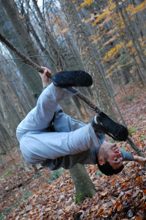 Greg Selinger - breakdance  http://www.bodyslamjam.com/